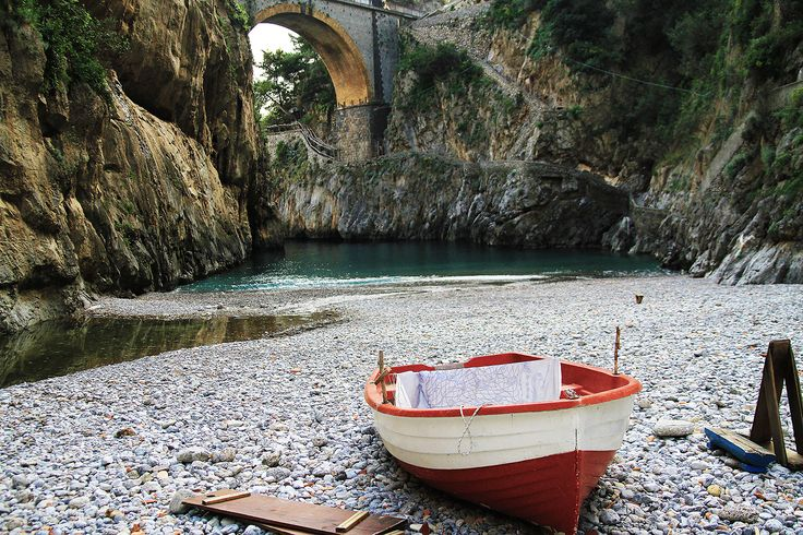 Una giornata di primavera in costiera: pranzo a L'incanto, il panorama dal Sentiero degli Innamorati, un caffè ad Amalfi e i dettagli romantici del fiordo Di Furore, sulle orme degli amanti Anna Magnani e Roberto Rossellini. Il mio post con tante foto qui http://www.pizzocipriaebouquet.com/un-caffe-ad-amalfi-e-un…/