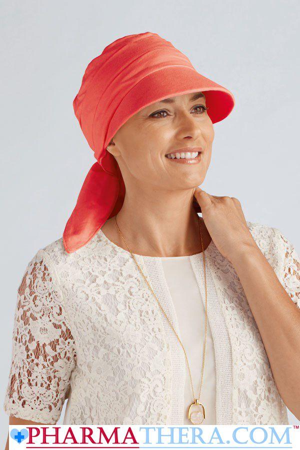#ChapeauChimio 100% Coton qui est aussi un pare-soleil. En effet le tissu offre une protection solaire UPF 50+, ce qui veut dire une protection allant jusqu'à 50 fois votre protection naturelle. Disponible en couleur corail et Bleu .
