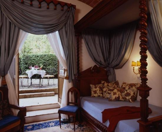 Suite Neogotica in the Fattoria Building - Relais La Suvera, Tuscany