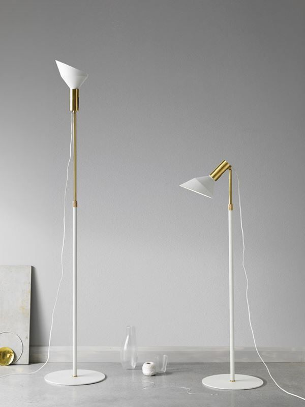 Why är två lampor i en, du kan använda den som läslampa eller så vinklar du upp lamphuvudet och det blir en uplight. https://buff.ly/2iiXCat?utm_content=buffer2a5ca&utm_medium=social&utm_source=pinterest.com&utm_campaign=buffer