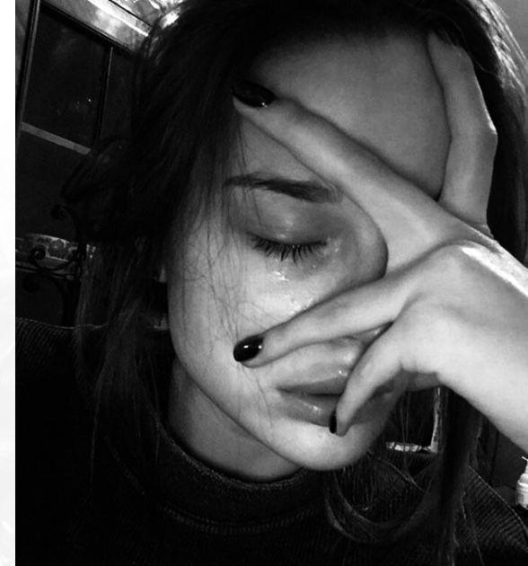 Pin By الملكة On افتارات بنات حزينة Crying Girl Crying Aesthetic Bad Girl Aesthetic