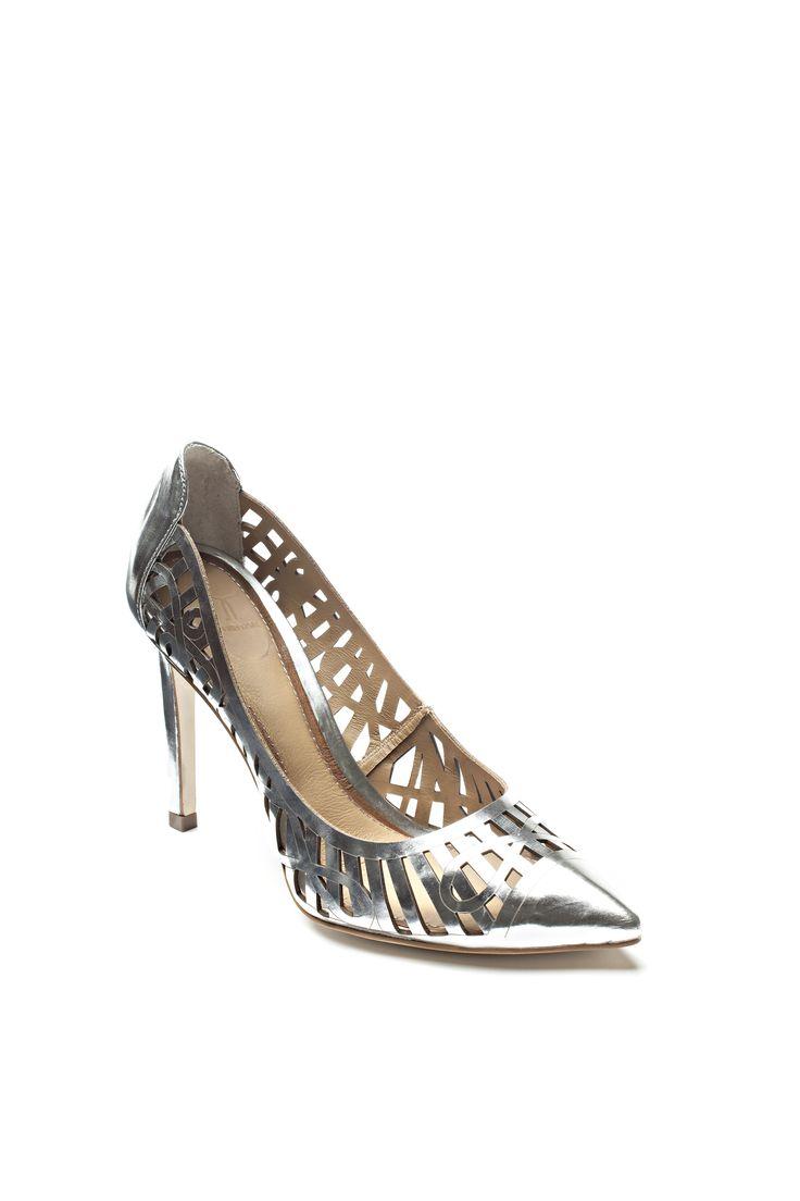 Escarpins ajourés à effet métallique / Openwork metallic high heels https://www.tristanstyle.com/en/women/shoes/openwork-metallic-high-heels/24/fa080c0105z/