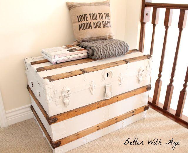 Très jolie l'association peinture blanche et bois rustique, idéal pour redonner un coup de neuf à une vieille malle.