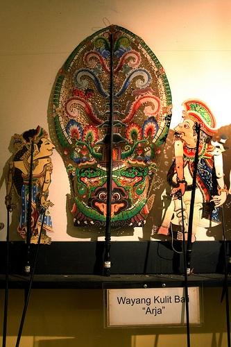 """Puppet Museum::Detail of Wayang Kulit Bali """"Arja"""""""
