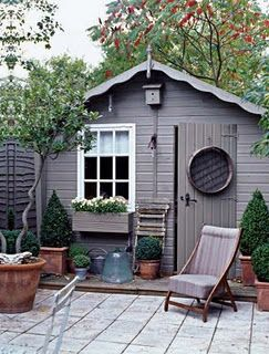 This is such a beautiful garden shed, and those porcelain tiles really lift the look of the garden! We'd love to relax here in the sunshine.