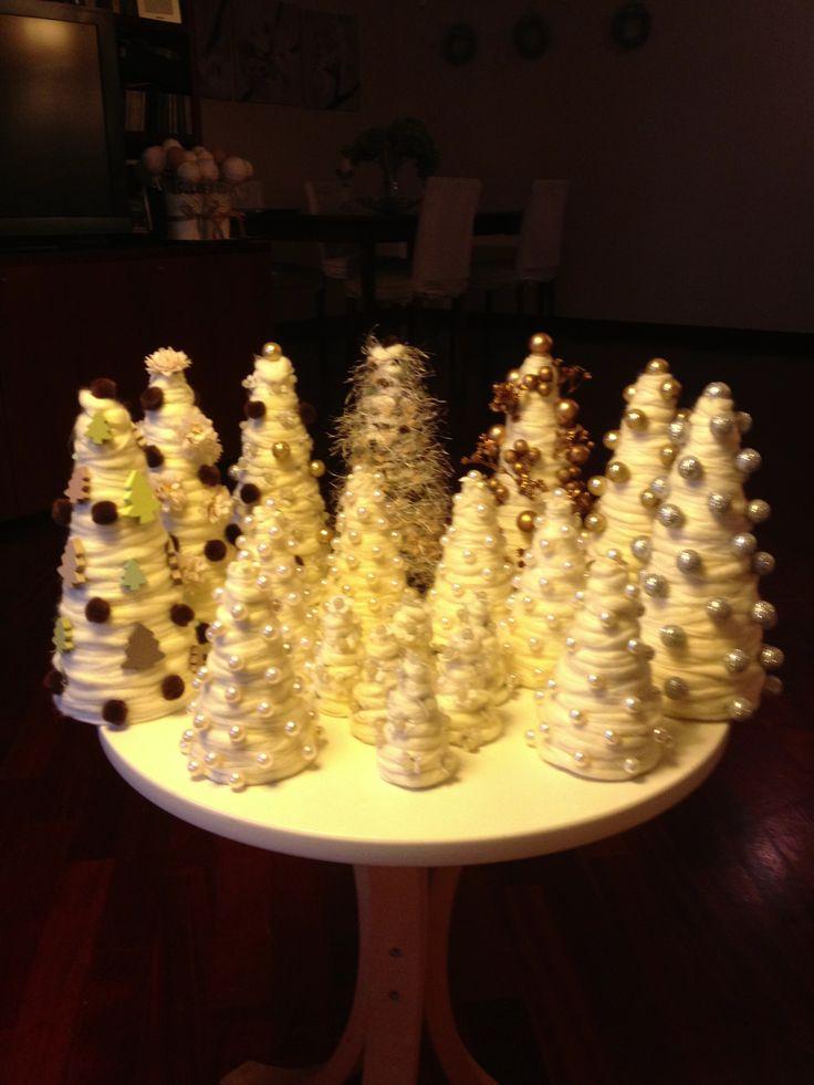 Gli alberelli realizzati con la lana e materiale recuperato #alberelli #cristmas #littletree #natale #diy #handmade #fattoamano #craft