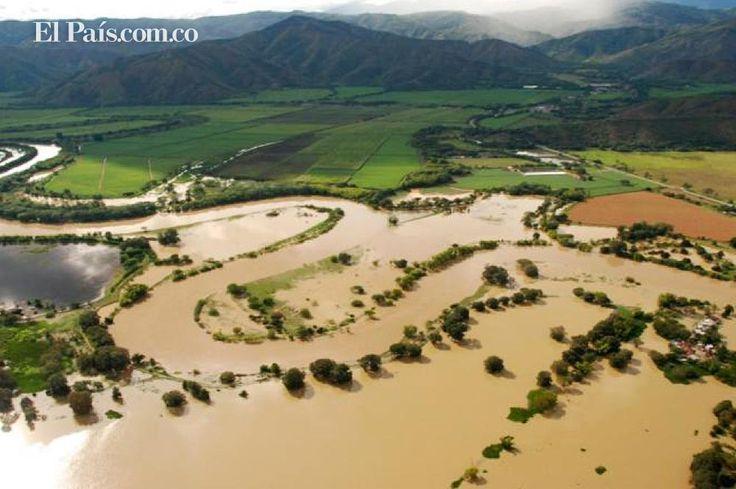 Los deshielo traen consigo aumento en el nivel de agua liquida en el planeta, lo cual se refleja en inundaciones en los campos y ciudades destruyendo cultivos, recursos naturales flora y fauna desplazamientos, muertes, enfermedades entre otras
