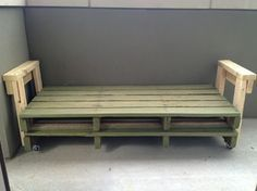 Very Easy DIY Pallet Couch - and then just use a twin size mattress!!! SO SMART!