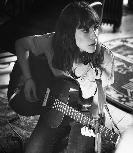 Feist - Saw her at Laneway, Singapore 2012. Just ten songs. Dear Feist, please come back. You would make me so happy.
