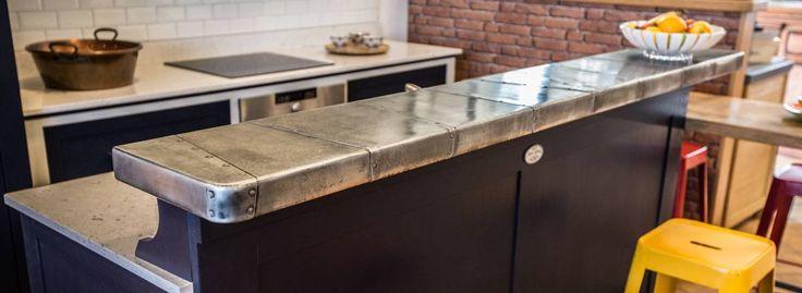 Cuisine avec bar et comptoir en zinc