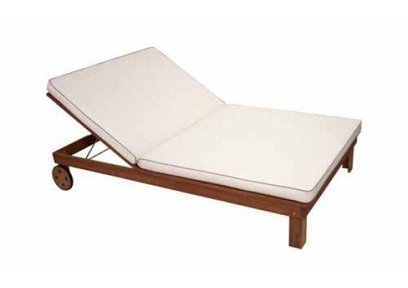 Doppelliege aus geöltem Eukalyptusholz mit verstellbarer Rückenlehne und Rollen, Maße: B/H/T ca. 120/33/200 cm