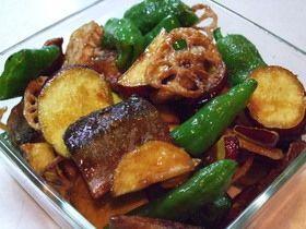 RF1風の『秋刀魚と野菜の蒲焼き和え』   出典 cookpad.com RF1のサラダが好きなので近づけるべく調理 サクッと揚がった野菜&カリッと焼いた秋刀魚を手作りの蒲焼タレで和えます!  材料 (3~4人分くらい) さんま2尾 レンコン10センチくらい さつまいも小サイズ1本 ピーマン(しし唐、パプリカ、万願寺唐辛子などでOK)使う素材により数はお好みで ■ 蒲焼きのタレ ☆しょう油50cc ☆はちみつ大さじ1 ☆砂糖小さじ2 ☆酒50cc ☆みりん50cc ■ さんまの下味 ◆しょう油小さじ1~ ◆酒小さじ1~ ◆生姜汁大さじ1弱 粉山椒(お好みで)少々  http://cookpad.com/recipe/933146