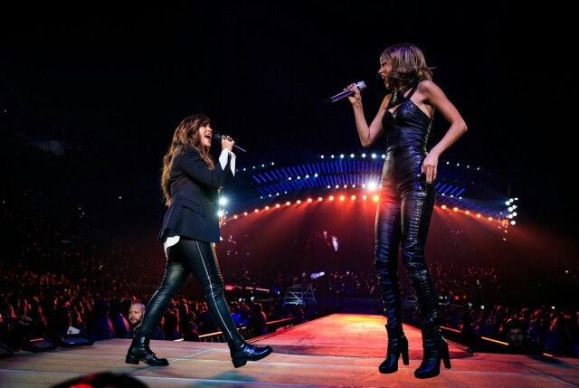 Taylor performed with alanis morissette at LA night 3