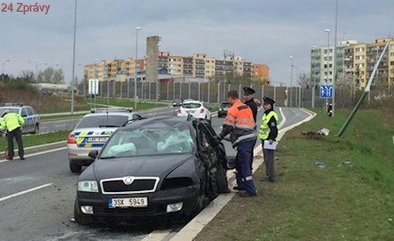 Opilý řidič zavinil smrt svého spolujezdce: Narazil ve Stodůlkách do sloupu