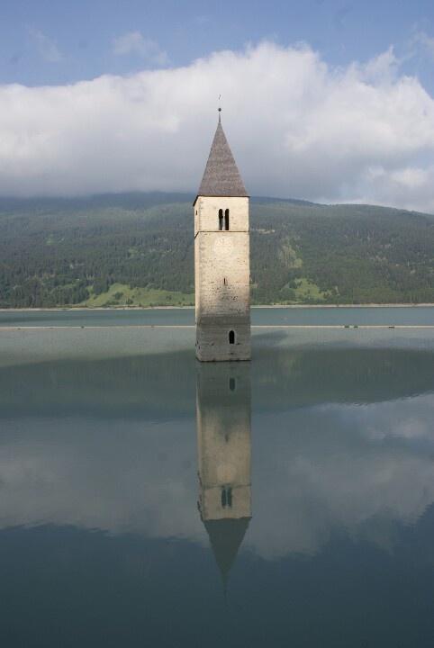 Reschenpass, Passo Resia in South Tyrol, Italian-Austrian border    ᘡղbᘠ