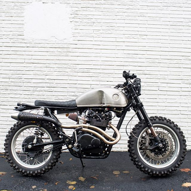 Peep this gnarly Honda CB450 built by @brother_moto in Atlanta, Georgia. Tastefully done guys, can't wait to see what's next!  Photo by @bobbykrussell.  #brothermoto #croig #caferacersofinstagram