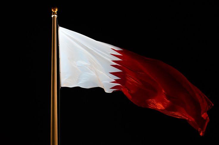 علم قطر يرفرف في سماء الدوحة | by Qatar National Day