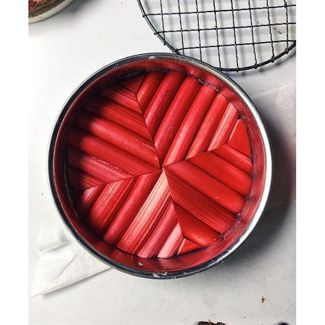 Vanilla Rhubarb Pound Cake via @feedfeed on https://thefeedfeed.com/herriottgrace/vanilla-rhubarb-pound-cake