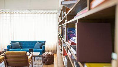 Cum alegem culoarea potrivită? Vă prezentăm câteva repere de care puteți ține cont dacă nu doriți să apelați la un designer pentru spații interioare.