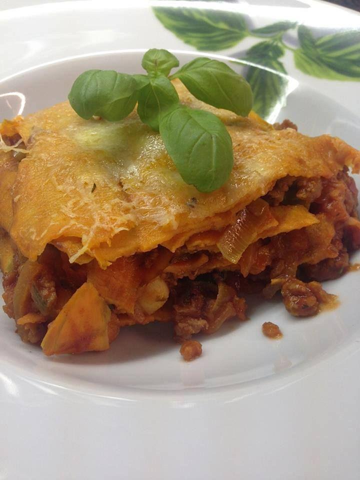 Deze lasagnebladen zijn gemaakt van dun gesneden plakken zoete aardappel, en eerlijk gezegd nog lekkerder dan de traditionele lasagne.