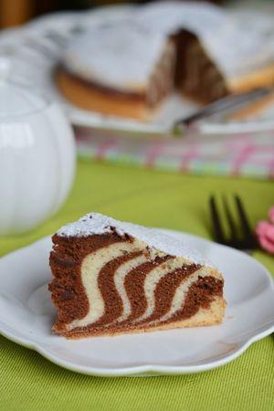 Sembrerà un'impresa preparare questa torta, ma vi assicuro che è molto più facile di quanto si possa immaginare. La torta è soffice ed è priva d...