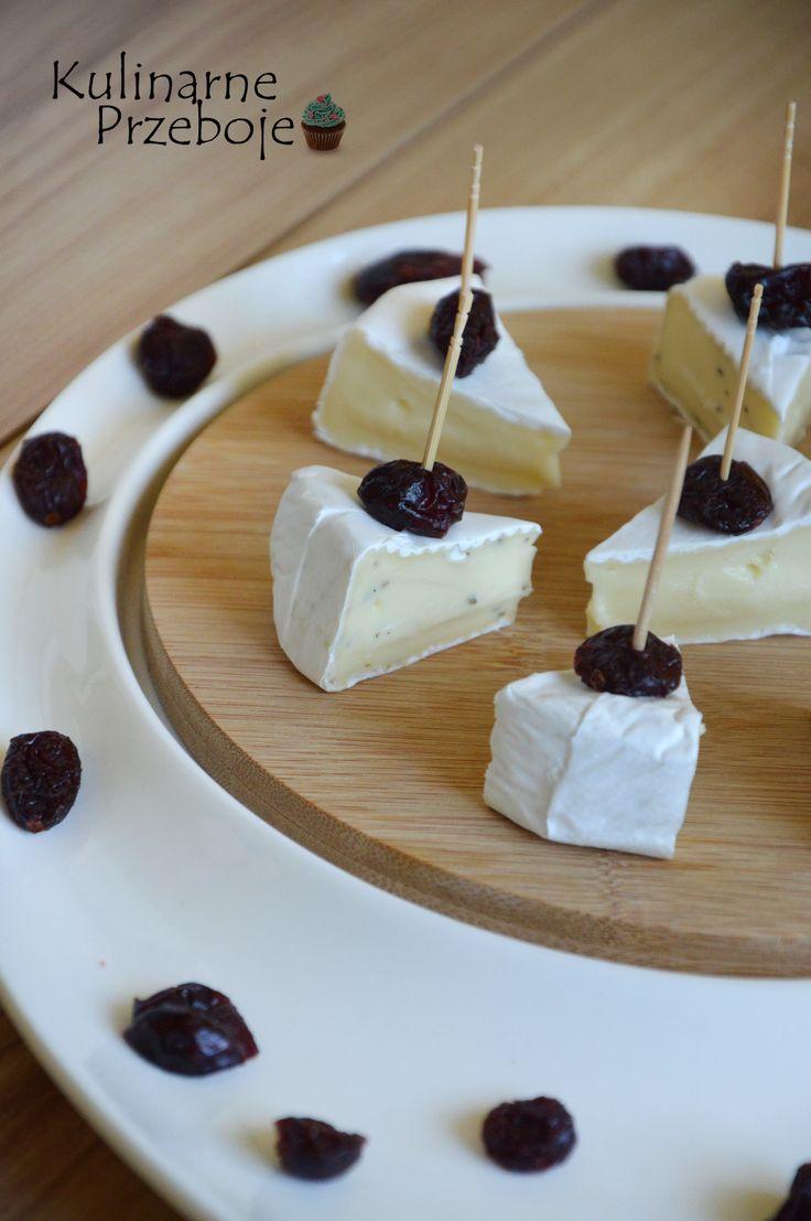 Camembert z żurawiną, czyli koreczki na imprezę - KulinarnePrzeboje.pl