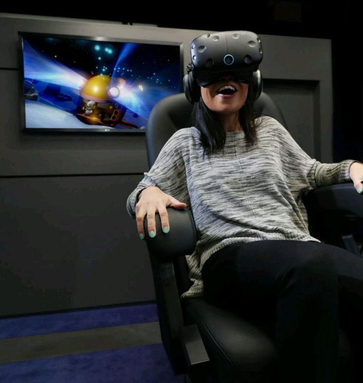 Торонто получил первый в Канаде центр IMAX VR  27 августа IMAX объявила о новом партнерстве с канадской кинотеатром Cineplex, чтобы разместить центр IMAX VR в кинотеатре Scotiabank в Торонто.  Генеральный директор IMAX Ричард Л. Гелфонд сказал в пресс-релизе, что Cineplex «поддерживает расширение сети IMAX по всей Канаде и в настоящее время первым запускает центр IMAX VR в стране.  Кассы кинотеатра пришлось перенести на второй этаж, чтобы освободить место для центра Виртуальной реальности…
