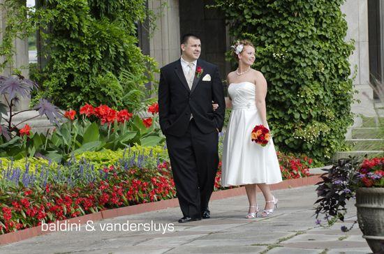 Niagara Falls Wedding Photographers-Sarah and Peter's Oakes Garden Theatre ...