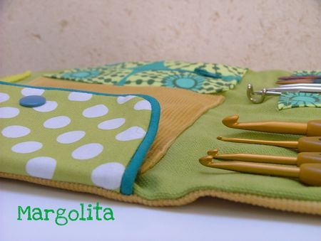 lovely crochet needle holder tutorial