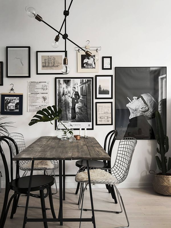 table with wooden plank - Black And White Chairs Living Room