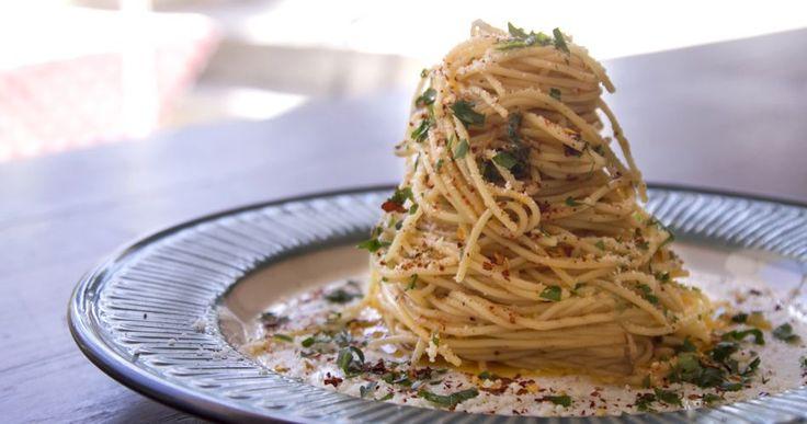 Spaghetti Aglio e Olio recipe by greek chef Akis. Fresh garlic (aglio), good oil (olio) and great parmesan are the key ingredients for this recipe.
