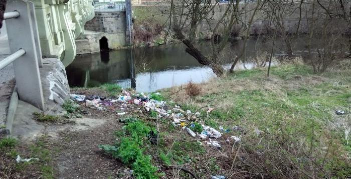 Černé skládky dál trápí Plzeň. Nepomáhají ani zvýšená opatření