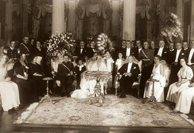 Atatürk İzzettin paşanın kızının düğününde 1937