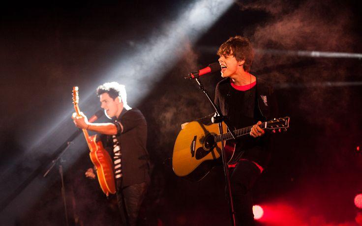 Due voci e una chitarra arrivano subito al cuore