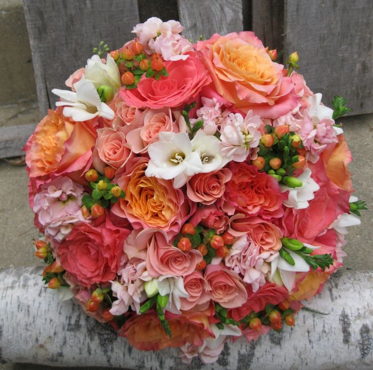 Coral Garden Rose simple coral garden rose bouquet bridehollysflowershoppe l