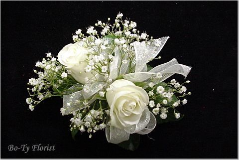 +Mother corsage +I like the look of this arrangement +White rose +Baby's breath +Greenery +Gray ribbon