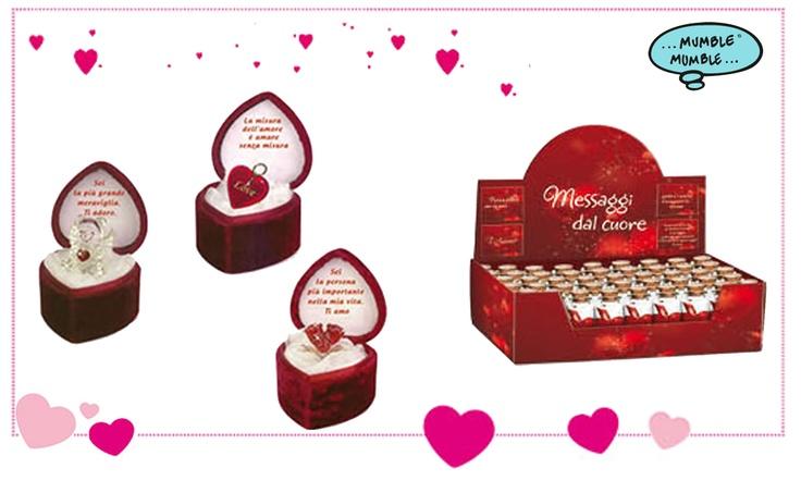 """Hai già pensato a cosa regalare a #SanValentino?  A San Valentino regala un'emozione con un Cofanetto Regalo """"PICCOLO TESORO"""".  Una delicata scatolina in velluto rosso con piccole decorazione in vetro, tutte placate in oro.  Un piccolo pensiero da donare ad una persona speciale."""