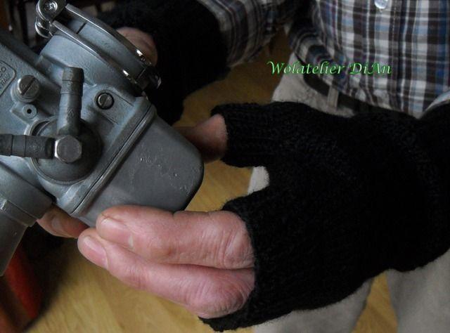 Het is nog steeds winter, tijd voor handschoenen dus! En wat is er leuker dan zelf handschoenen of wanten te breien?     Vingerloze wanten  ...