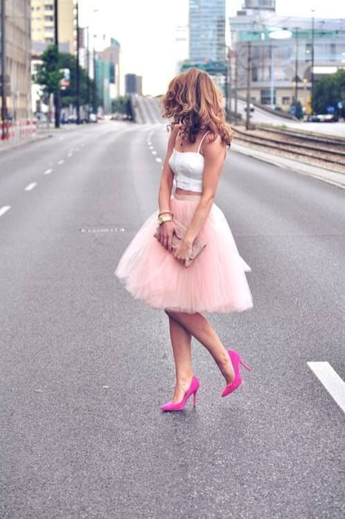 Fun pink skirt - but with a gray top and no heels. ➡ I love ! ♥