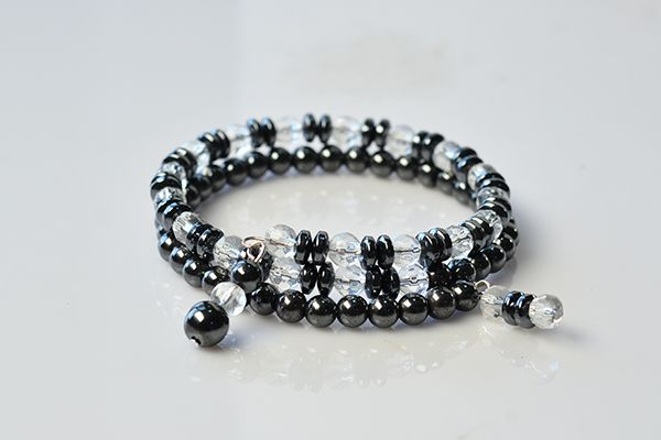 Now, you can see the final cool hematite and glass beads bracelet here: