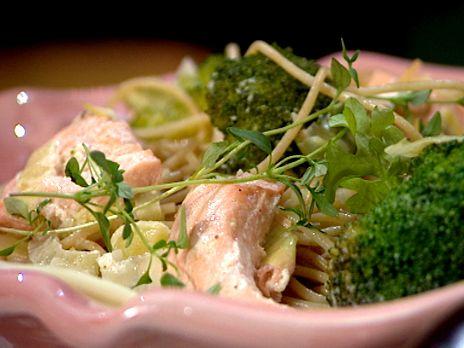 Pasta med krämig lax- och broccolisås | Recept.nu