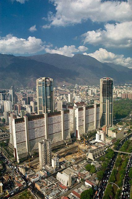Caracas. los bloques de Parque Central, con las dos impresionantes torres de estacionamiento.
