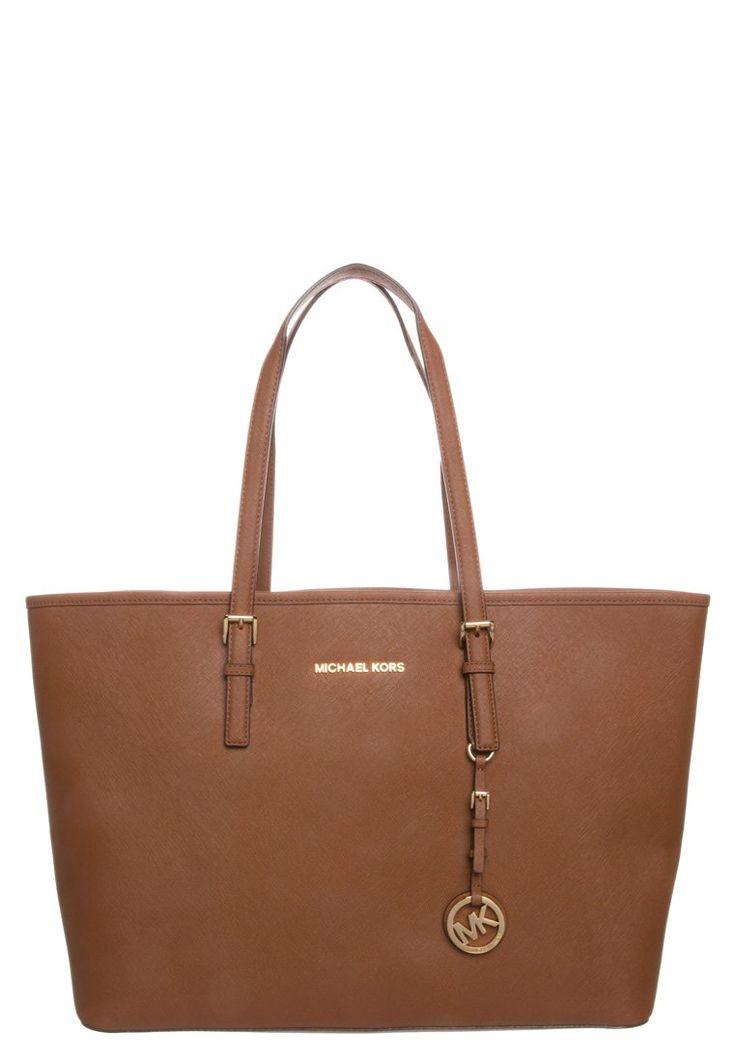 Soon to be MINE: Michael Kors Jet Set Travel Bag Brown :)