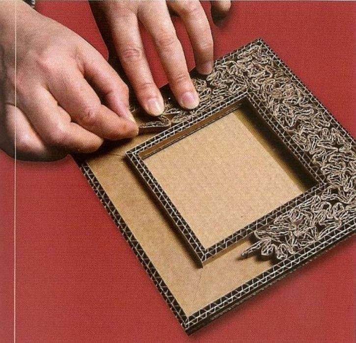 NOTE:  Useful cardboard base for many crafts<3 Marco realizado con cartón
