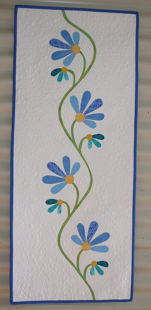 Applique table runner - this would be so cute as a quilt.  Maybe in patchwork/applique sections.