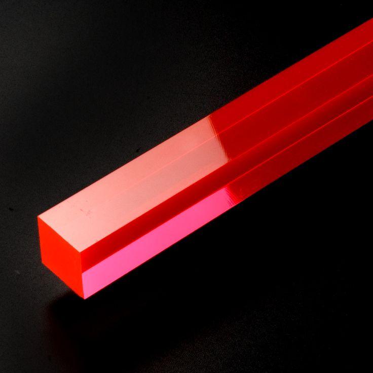Barra cuadrada metacrilato fluorescente roja - Barras de metacrilato en tres colores fluorescentes, sección cuadrada y para todo tipo de aplicaciones espectaculares: ¡Comprueba cómo reacciona con la luz! #MWMaterialsWorld #red #rojo #acrylic #metacrilato #manualidades #iluminación #bricolaje
