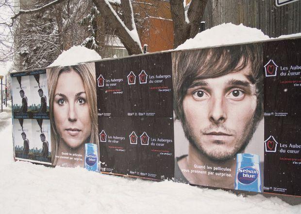 Creativa campaña de Selsun Blue aprovecha el invierno en carteles exteriores
