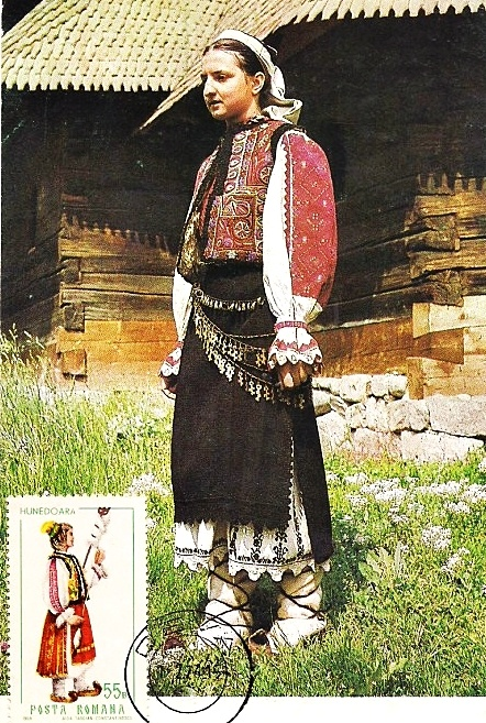 Maramures traditiOnal cOstume