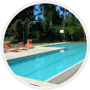 AQUACRETE  Revestimiento cementicio con color para piscina, fuentes, espejos de agua y estanques de 2 a 3 mm. de espesor.  Es apto para piscinas nuevas o viejas.