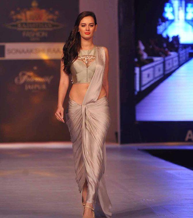 Evelyn Sharma walking the ramp at the Rajasthan Fashion Week 2013 in Jaipur  3